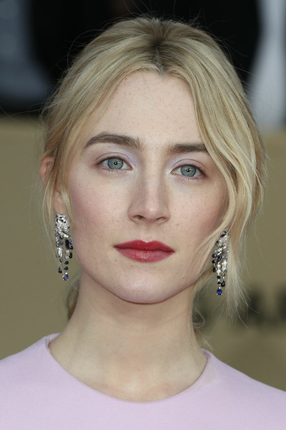saoirse ronan light makeup