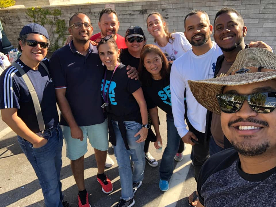 Membros do ministério em português da Igreja Hope realizando mais um café da manhã para moradores de rua em Sarasota