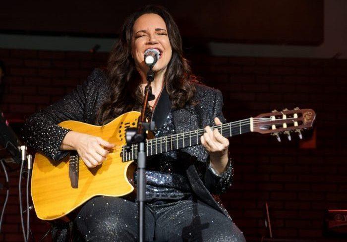 Ana Carolina apresenta Turnê Fogueira em Alto Mar