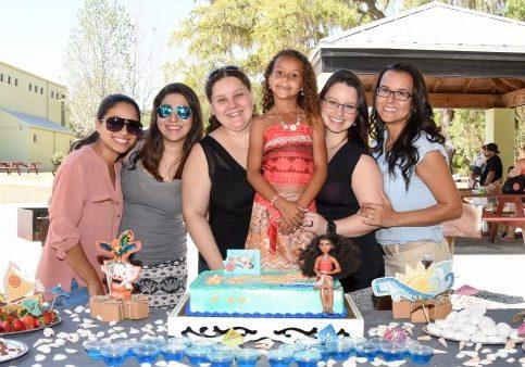 Com as tias mais babonas do pedaço, Luana, Lais, Tati, Jessika e com a mamãe