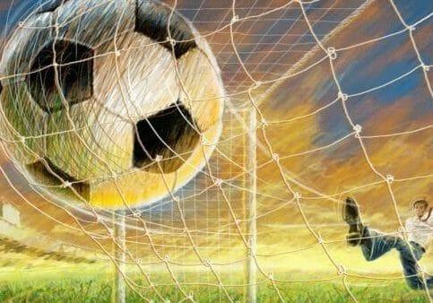 bola_de_futebol_no_gol
